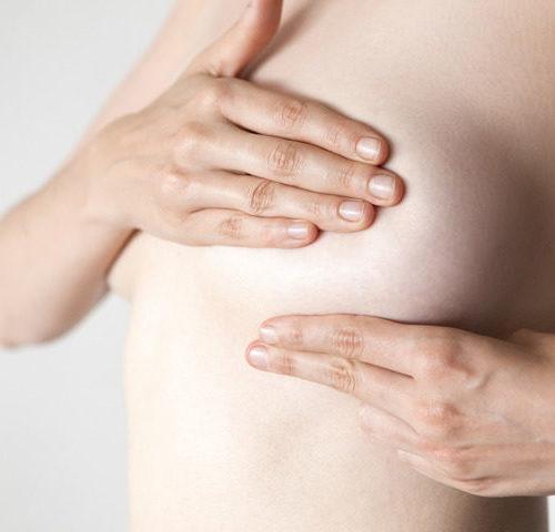 Dolore al seno destro vicino al capezzolo